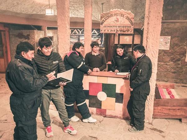 Personal de la oficina central de Uyuni y algunos miembros de la asociación